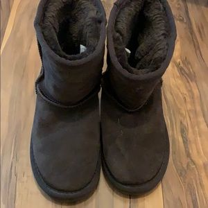 Short ugg boots size 1. Like new.